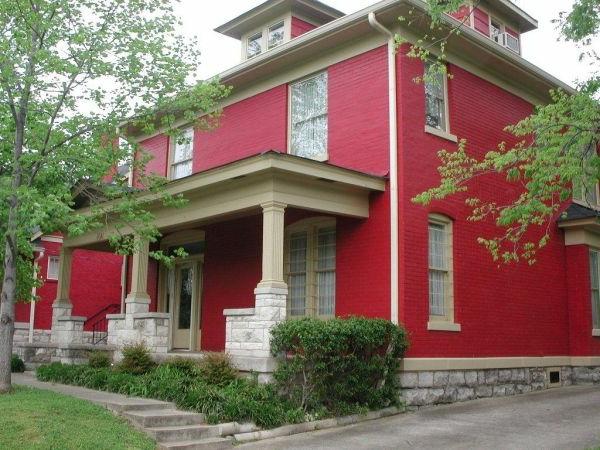 hausfassade-farbe-rote-gestaltung-sehr-schön
