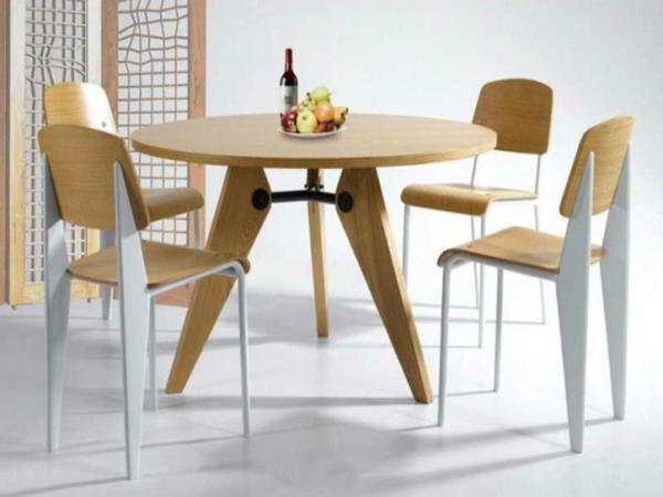 ikea-küchenstühle-super-cooles-design aus holz - um einen tisch mit runder form