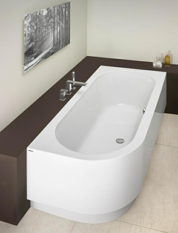 interessante-attraktive-badewanne-mit-schürze