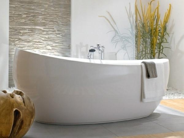 interessantes-und-schönes-design-von-badewanne-mit-schürze