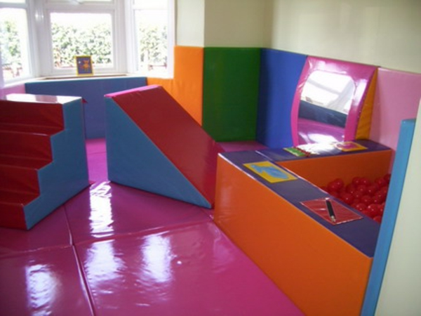 kindergarten-interieur-in-bunten-farben