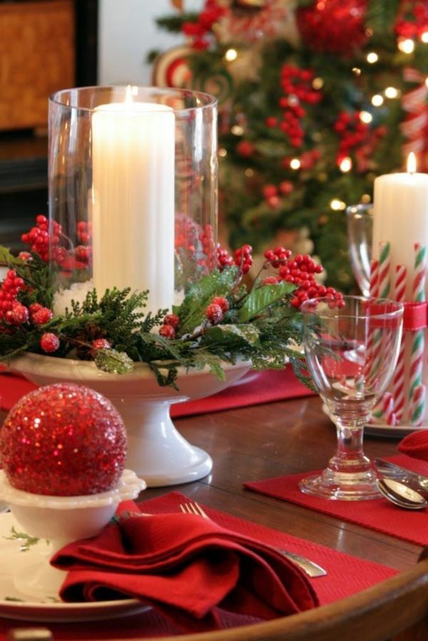 klassische-Tischdeko-zum-Weihnachten-mit-wunderschönen-Dekorationen