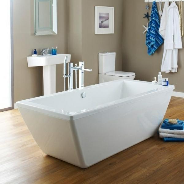 kleine badewannen raum und m beldesign inspiration. Black Bedroom Furniture Sets. Home Design Ideas