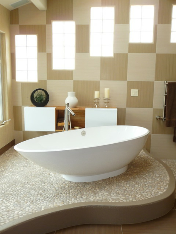 kleine-badewannen-freistehend-kreative-badezimmer-wandgestaltung