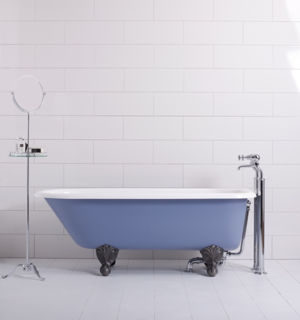 kleine-badewannen-freistehend-schlichte-badezimmer-ausstattung