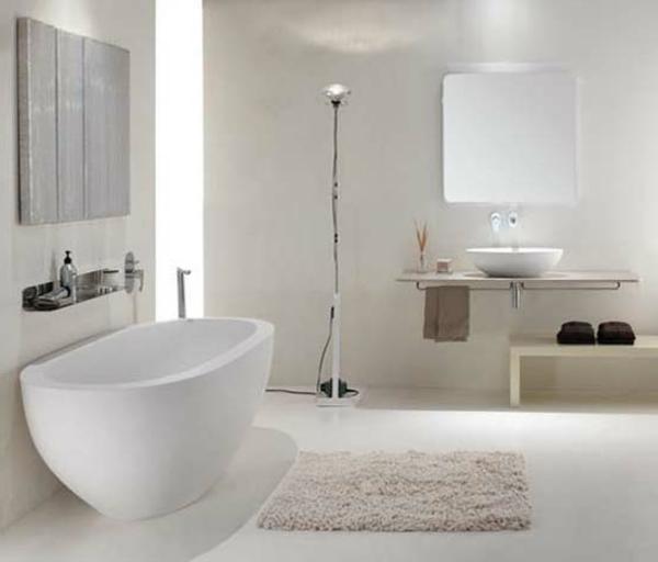 kleine-badewannen-freistehend-weiße-badezimmer-gestaltung