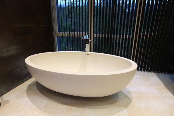 kleine-badewannen-freistehend-wunderschöne-moderne-badezimmer-gestaltung