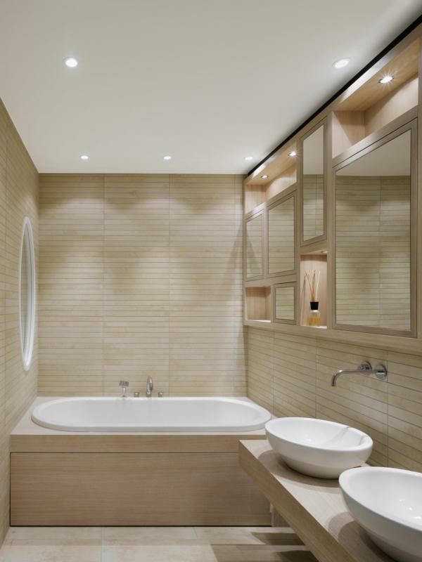 kleine-eingebaute-badewanne-im-schönen-hellen-bad