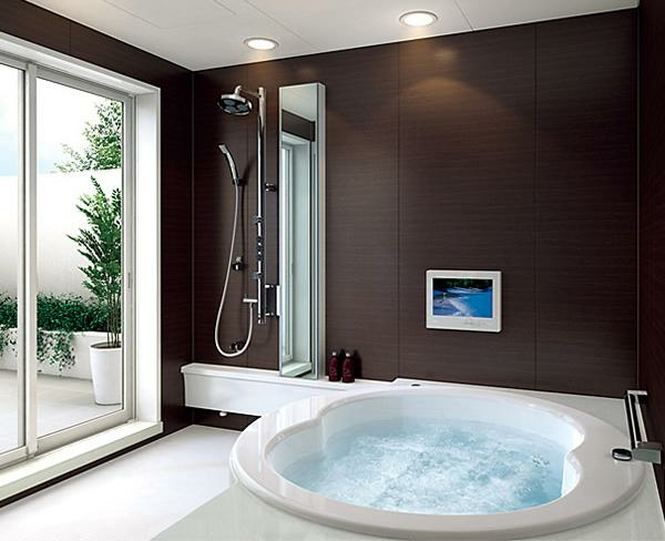 kleine-eingebaute-badewanne-moderner-und-attraktiver-look