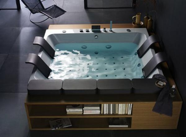 kleine-eingebaute-badewanne-quadratische-form