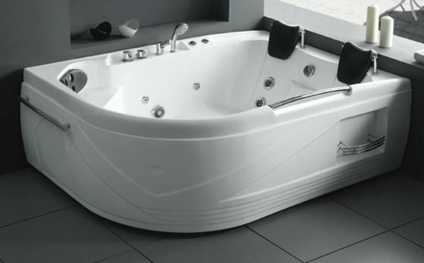 kleine-eingebaute-badewanne-super-modern