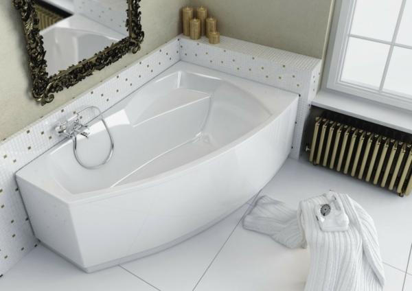 kleines-bad-mit-einer-süßen-weißen-badewanne-mit-schürze