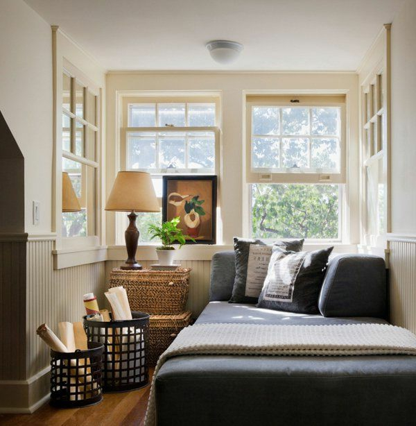 kleines-schlafzimmer-einrichten-bett-mit-grauen-bettbezügen