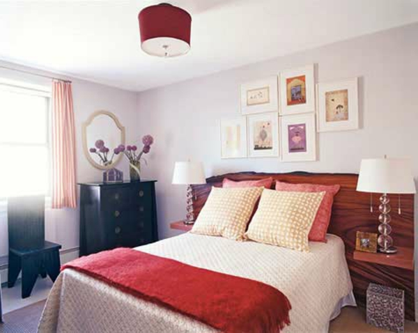 kleines-schlafzimmer-einrichten-eine-rote-lampe-über-dem-bett