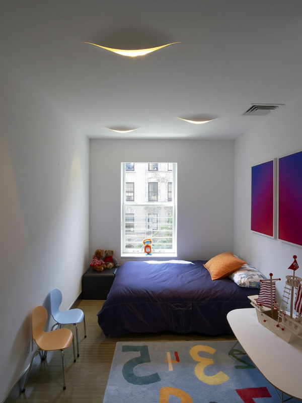 kleines-schlafzimmer-einrichten-lila-bettwäsche