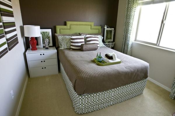 kleines-schlafzimmer-einrichten-taupe-bettwäsche