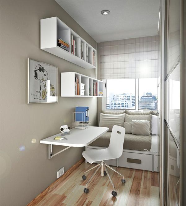 kleines-schlafzimmer-einrichten-weiße-regale-über-dem-schreibtisch