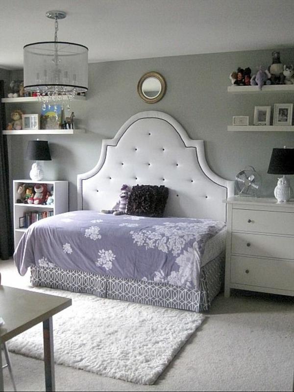 kleines-schlafzimmer-einrichten-weißes-kopfbrett