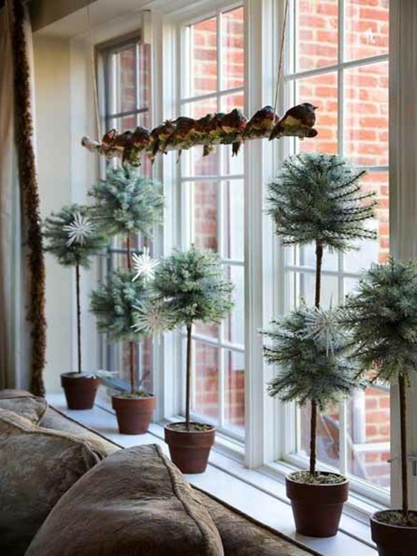 kreativ-gestaltete-fensterdeko-zu-weihnachten