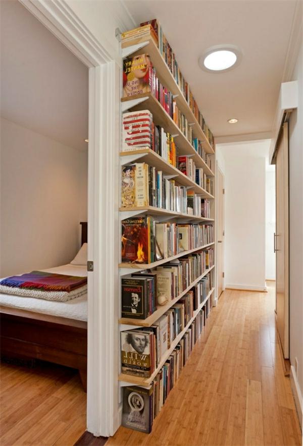 kreative-Wandgestaltung-Flur-Wohnidee-Bücherregale