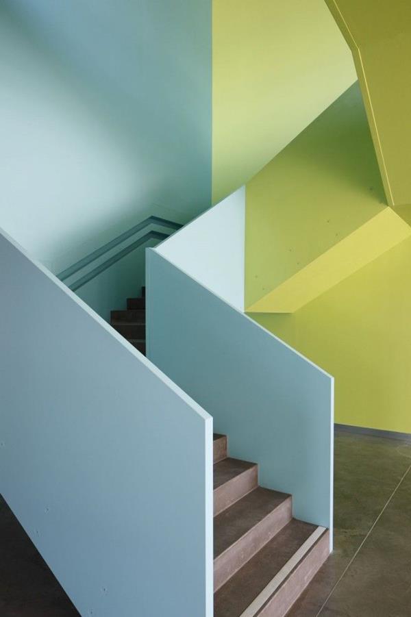 kreatives-Interior-Design-.Innentreppen-in-verschiedenen-Farben