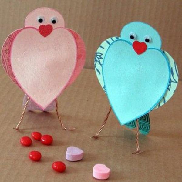 bastelideen für kindergarten - papiervögel in blau und pink