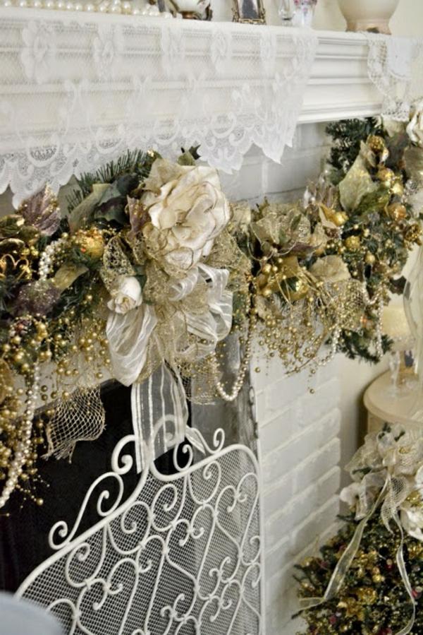 weiße weihnachtsdeko - weißer kamin mit blumen und schleifen