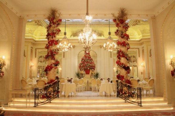 london-ritz-hotel-restaurant-christmas-magical-decoration-525x349-resized
