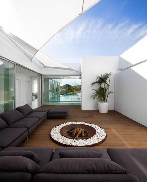 luxuriöse-und-erstaunliche-Terrasse-mit-Feuerplatz