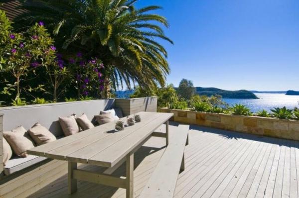 luxuriöse-und-erstaunliche-Terrasse-mit-faszinierender-Aussicht