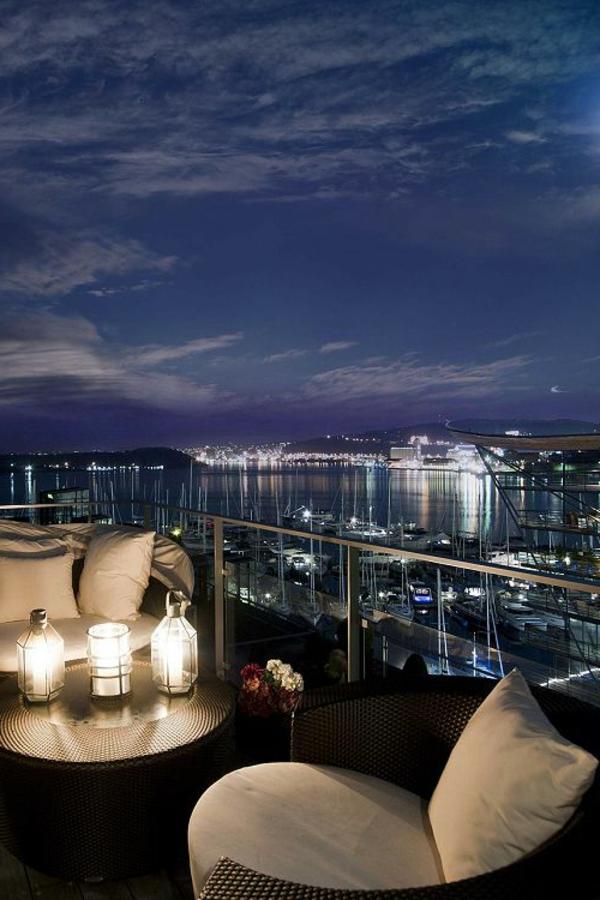 luxuriöse-und-erstaunliche-Terrasse-nachts
