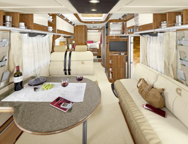 luxuriöses-Interior-Design-im-Reisewagen