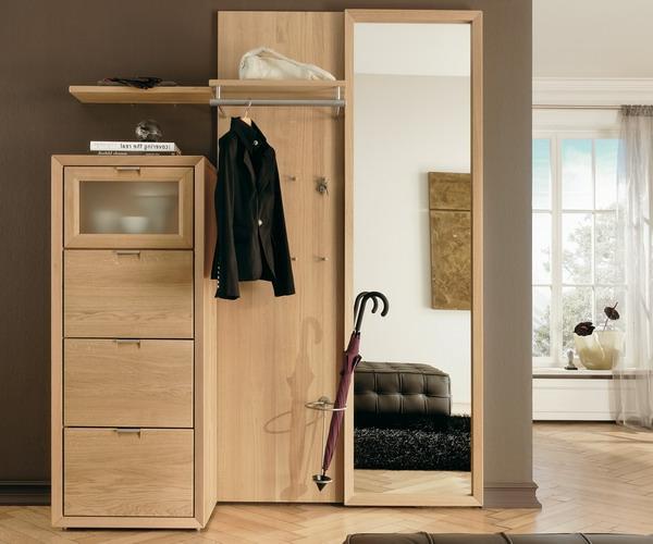 moderne-Interior-Design-Ideen-Flurmöbel-aus-Holz-in-zwei-Farben