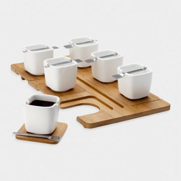 moderne-espressotasse-sehr-eleganter-look- weißer hintergrund