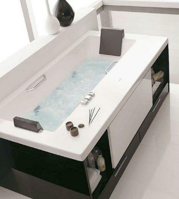 moderne-kleine-eingebaute-badewanne