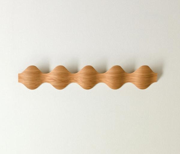 moderner-Wandhaken-aus-Holz--