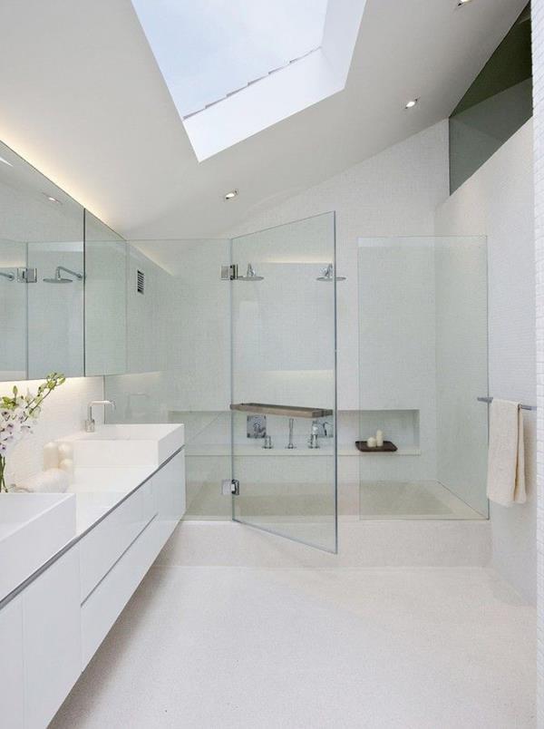 modernes-elegantes-weißes-Badezimmer-mit-Duschkabine