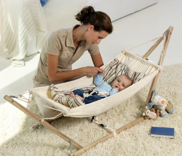 mutti-und-baby-moderne-baby-hängematte