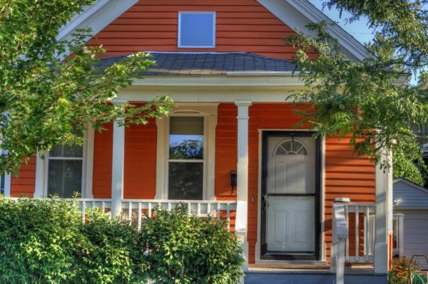 orange-haus-sehr-schöne-fassade