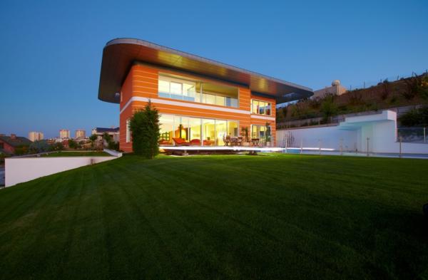 orange-hausfassade-farbe - ultramodernes haus auf zwei etagen