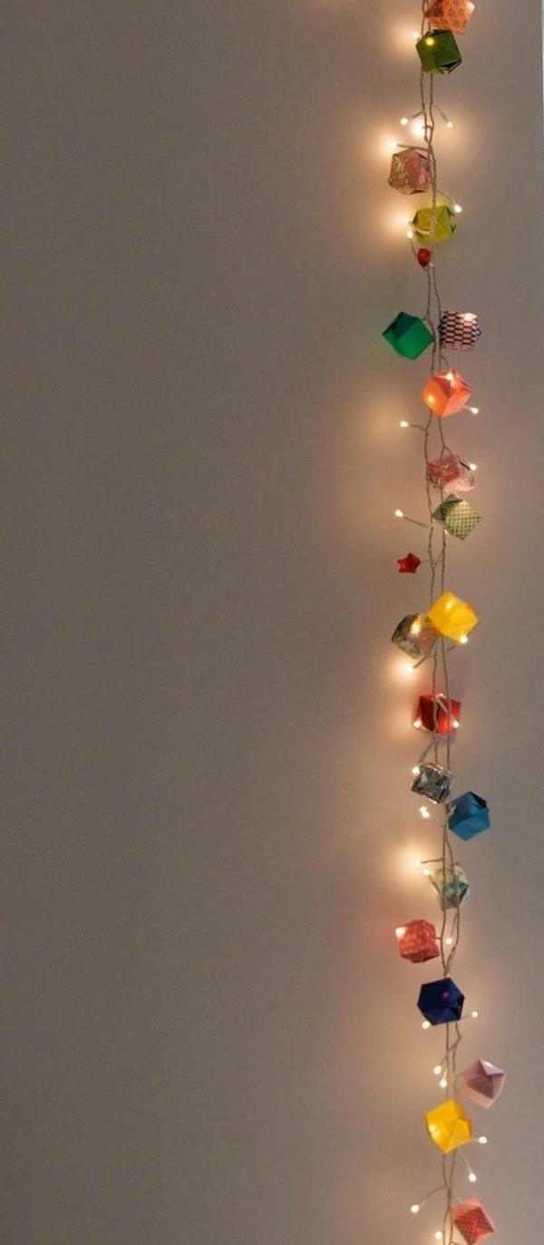 origami-zu-weihnachten-bunte-leuchtende-dekoartikel