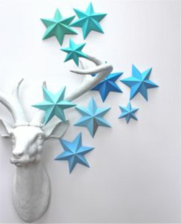 origami-zu-weihnachten-damhirschkopf-und-blaue-sterne
