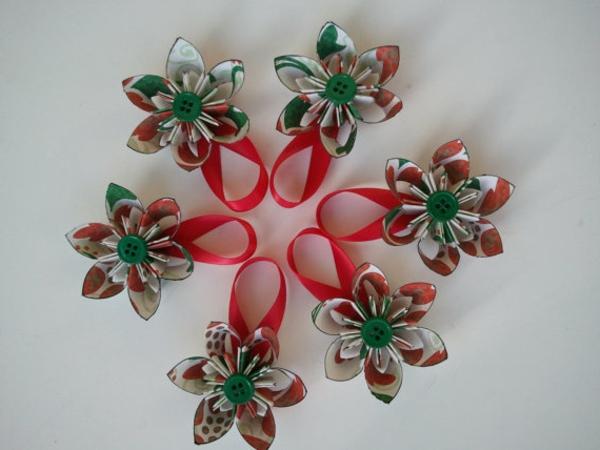 origami-zu-weihnachten-eine-wunderschöne-blume-figur - schönes foto von oben genommen