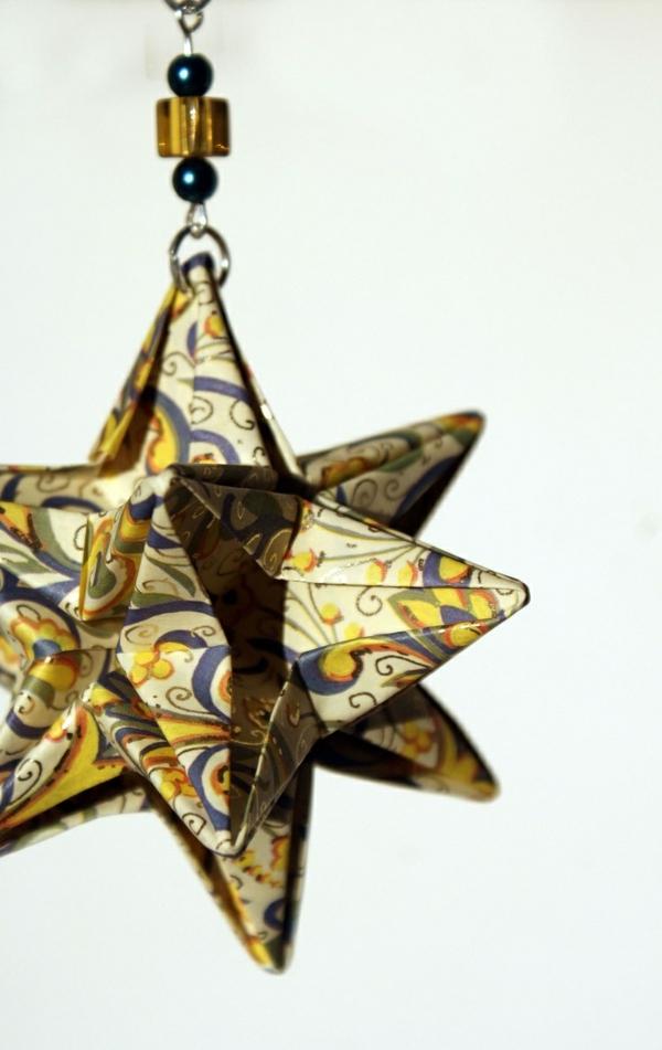 origami-zu-weihnachten-eleganter-stern - weißer hintergrund