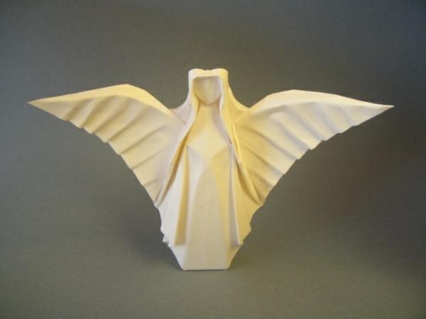 origami-zu-weihnachten-engel-aus-papier - hintergrund in grauer farbe