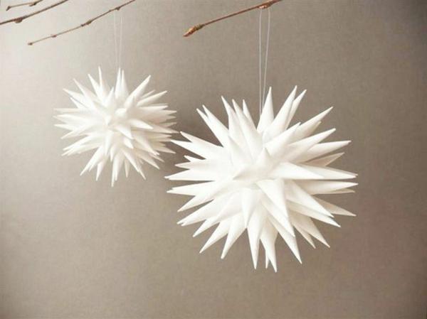 origami-zu-weihnachten-interessante-hängende-dekoartikel - hintergrund in grauer farbe