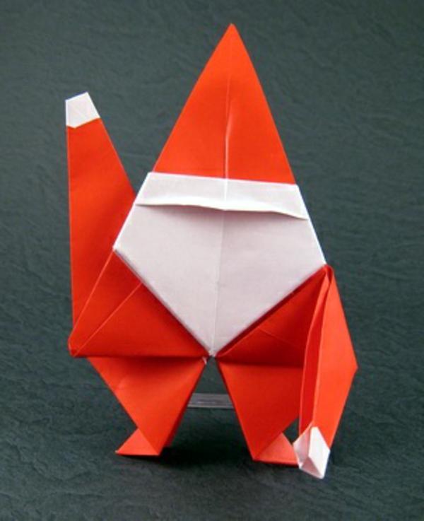 origami-zu-weihnachten-süßer-weihnachtsmann - hintergrund in grauer farbe