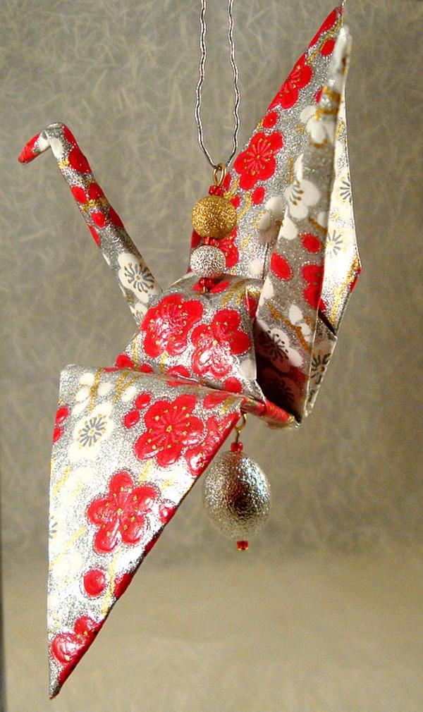 origami-zu-weihnachten-schöner-kranich
