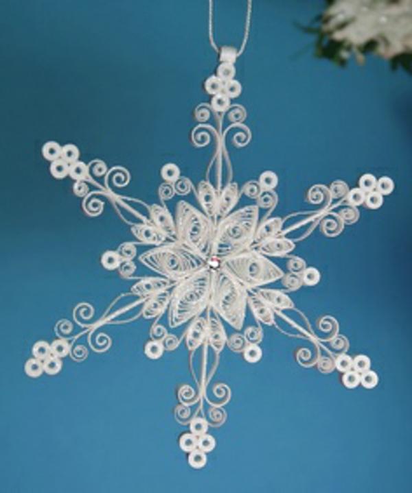 origami-zu-weihnachten-schneeflocke - hintergrund in blauer farbe