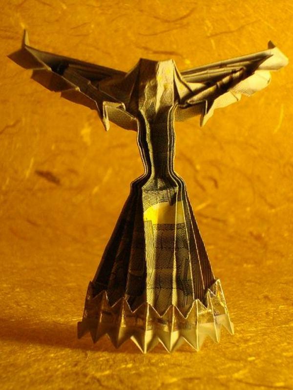 origami-zu-weihnachten-sehr-auffällig - gelber hintergrund
